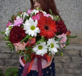 Композиция с герберами и хризантемой