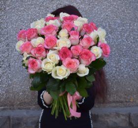 Нежный микс из 41 розы