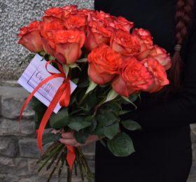 21 роза на ленте