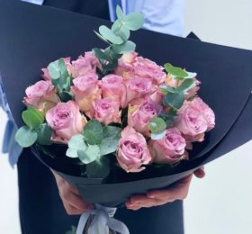 19 Роз с зеленью